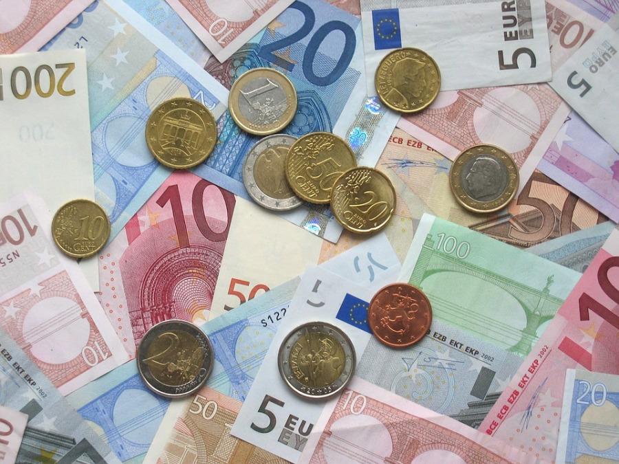 エストニア融資